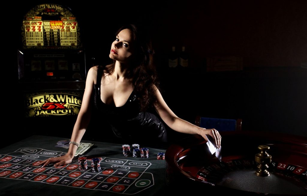 What Everyone Dislikes About Online Gambling And Why